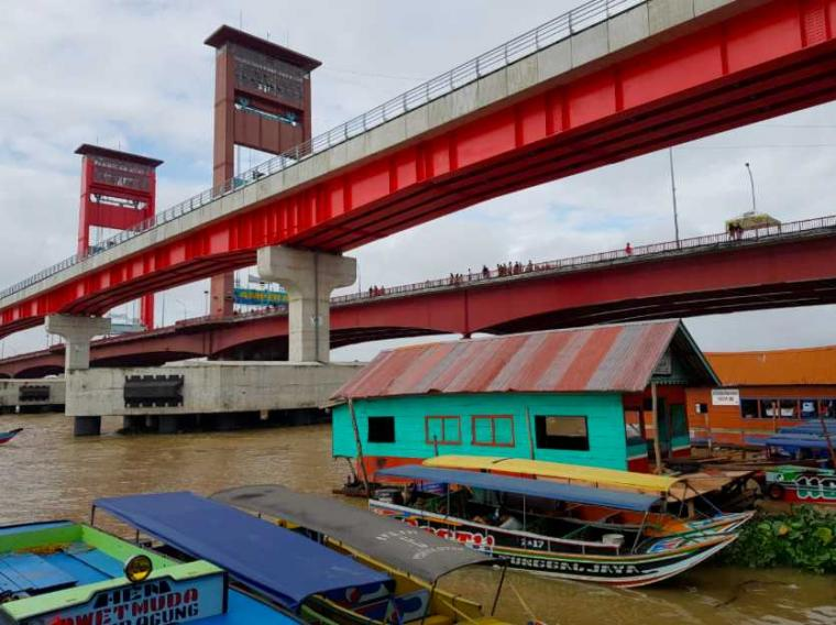 Cari Jajanan ke Pasar Bedug Sembari Mencoba LRT Palembang