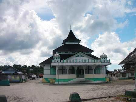 Menguak Misteri Masjid Adat Pelauw di Haruku