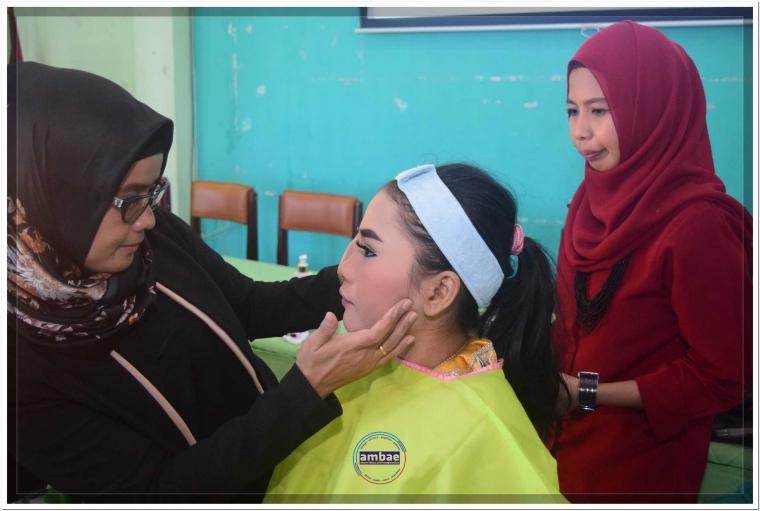 Dikbud dan PKK Latih Rias Pengantin Ibu-ibu di Bantaeng
