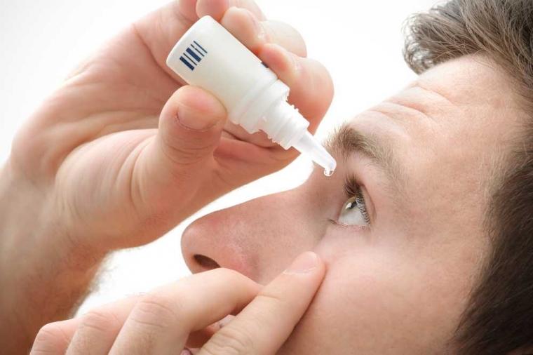Betulkah Menggunakan Obat Tetes Mata Dapat Membatalkan Puasa?