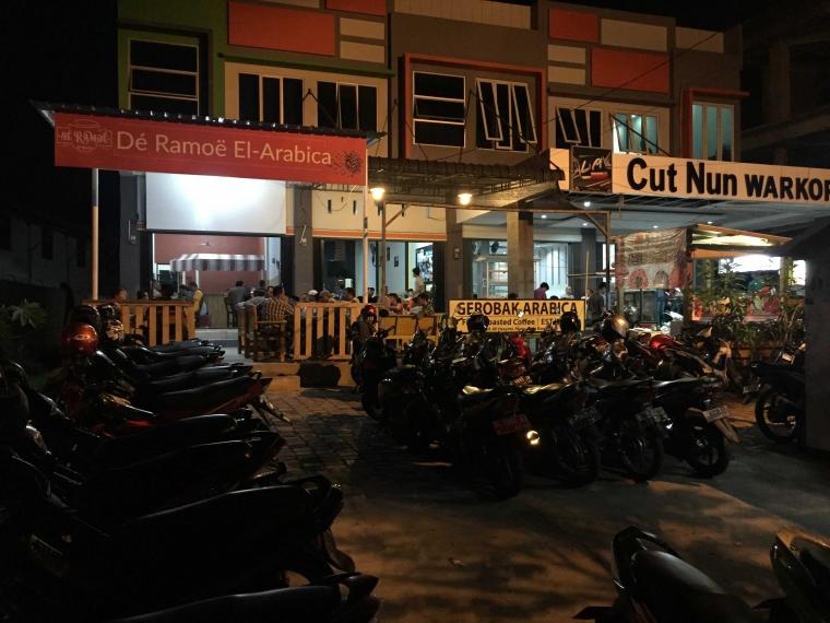 Warung Kopi di Aceh, Tak Pernah Sepi di Bulan Suci