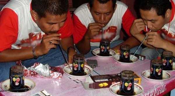 Gaya Unik Orang Aceh dengan Kopi