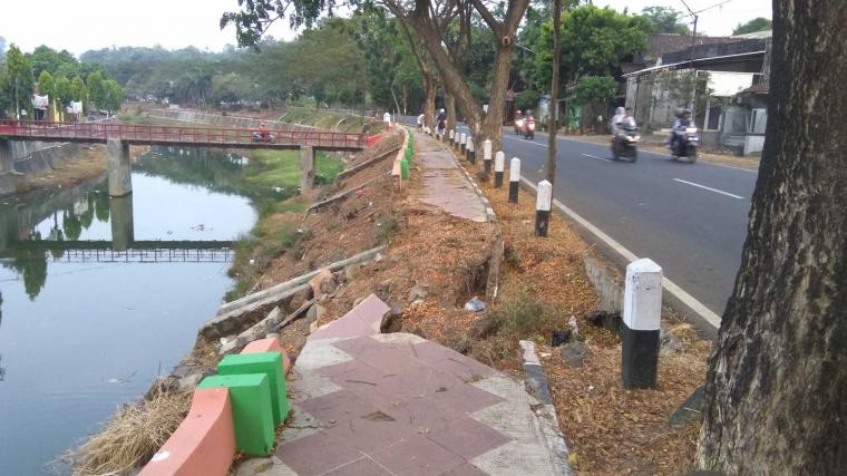 Jalan KM Sukri Jepara Longsor