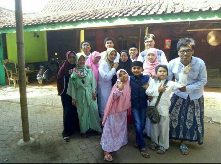 Keliling Kampung dan Foto Bareng Pak RT, Aktivitas Wajib di Hari Pertama Idul Fitri
