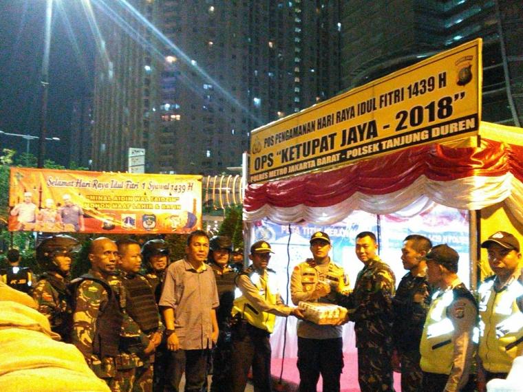 Jelang H-1 Lebaran, Dandim 0503/JB Perkuat Sinergitas dengan Kapolsek Tanjung Duren