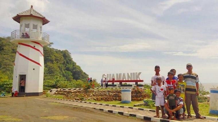 Piknik Tipis-tipis ke Pantai Guamanik Jepara