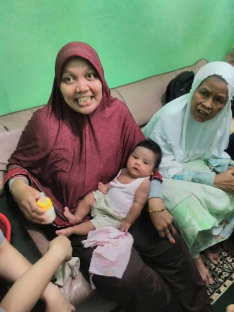 Polsek Palmerah Evakuasi Bayi yang Diketemukan Masyarakat
