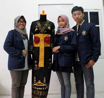 Keren! Mahasiswa Polines Ciptakan Kimono Batik Guna Mengangkat Aksara Jawa dan Wisata Sejarah