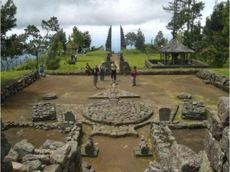 Wisata ke Candhi Cetho