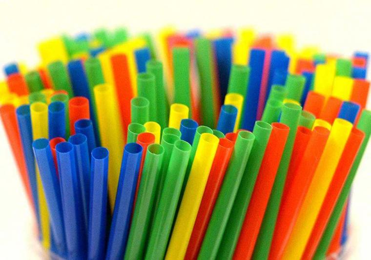 Sedotan Plastik, Dulu Kawan Kini Dilawan