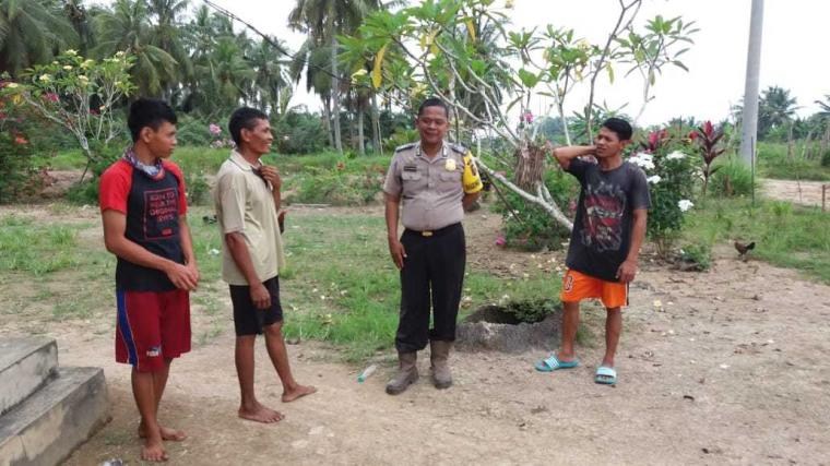 Sambangi Suku Bali dan Masyarakat, Bhabinkamtibmas Polsek Pulau Rimau Sosialisasikan Kamtibmas