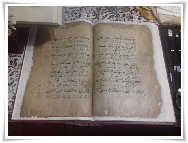 Teknologi Digital Menyelamatkan Naskah dan Buku Kuno