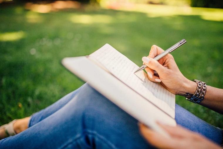 Menulis dalam Bahasa Indonesia yang Kaya