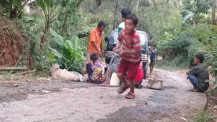 Masyarakat Pelosok Nantikan Program Akses Jalan untuk Bupati Baru