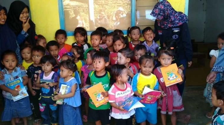 Mahasiswa UM Dirikan Sekolah Bhinneka untuk Memperbaiki Kualitas Pendidikan Anak di Dusun Blendongan