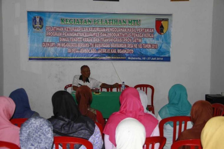 Kaum Perempuan Desa Jembul Terima Pelatihan MTU Kewirausahaan