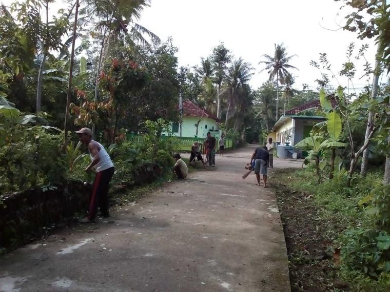 Babinsa Sobo dan Masyarakat Galakkan Budaya Hidup Bersih di Lingkungan