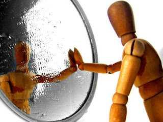 Cerpen | Kutemukan Cermin Saat Sendiri