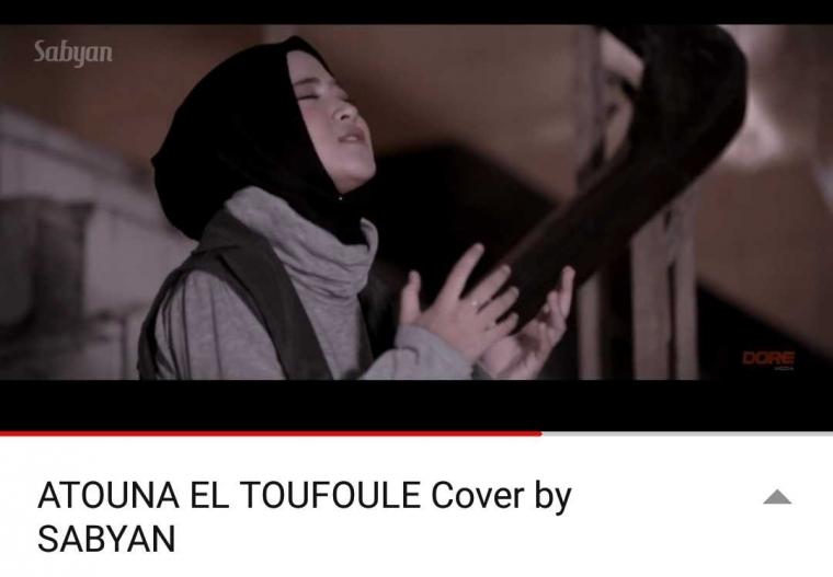 "Meninjau Video Klip Terbaru Sabyan Gambus, ""Atouna El Toufoule Cover by Sabyan"""