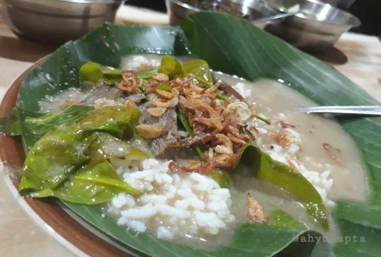 Nikmatnya Nasi Pindang Kudus dengan Campuran Daun Melinjo