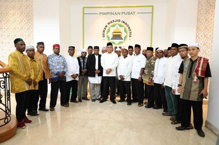25 Kepala Suku di Papua Naik Haji