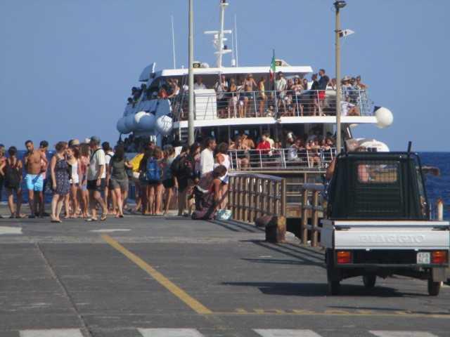 "Menjelajahi Keindahan Stromboli, ""Mercusuar"" dari Mediterania"