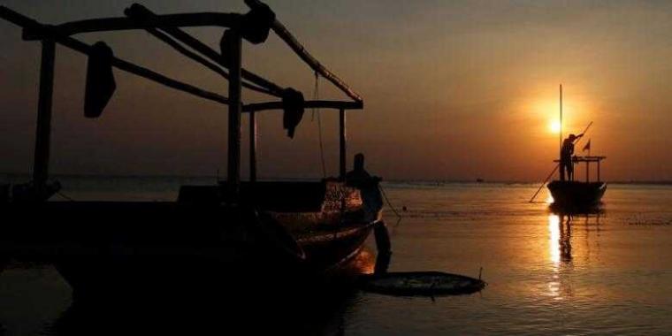 "Menjaga Dapur Nelayan ""One Day Fishing"" Tetap Mengepul"