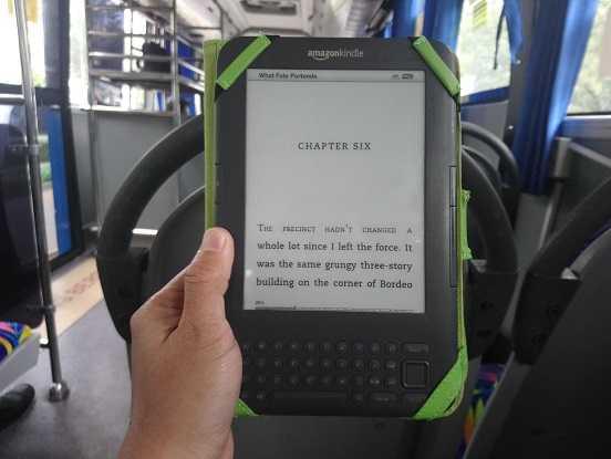 Hobi Membaca Buku Elektronik atau E-Book