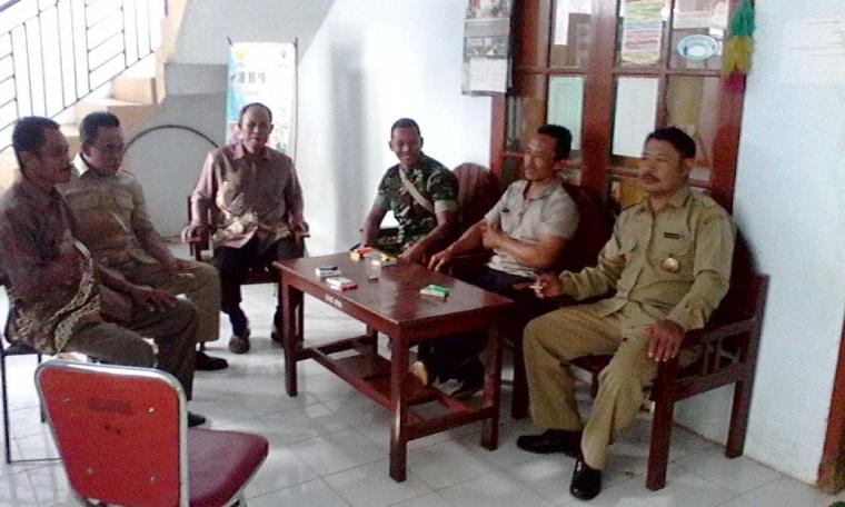 Jalin Keakraban, Babinsa Koramil 0806/12 Munjungan Komsos dengan Perangkat Desa