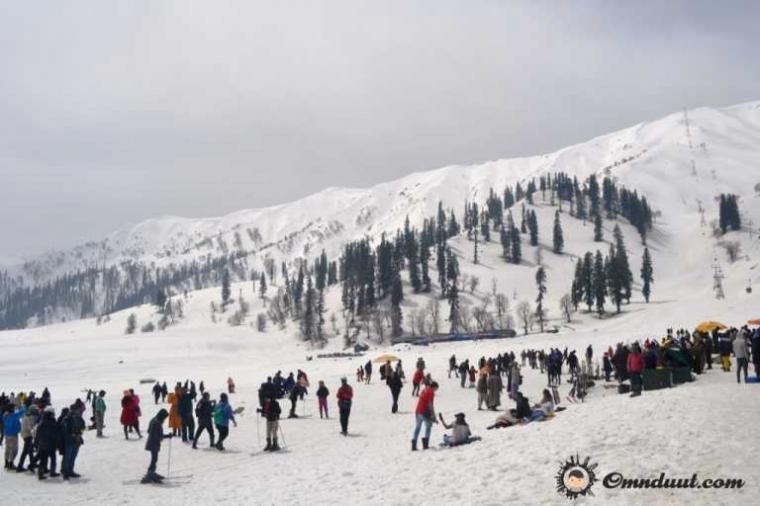 Menangkal Dinginnya Salju di Kashmir dengan Tolak Angin