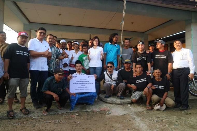 Menteri Rini Ajak BUMN Renovasi Pelelangan Ikan dan Wisata Ujung Genteng