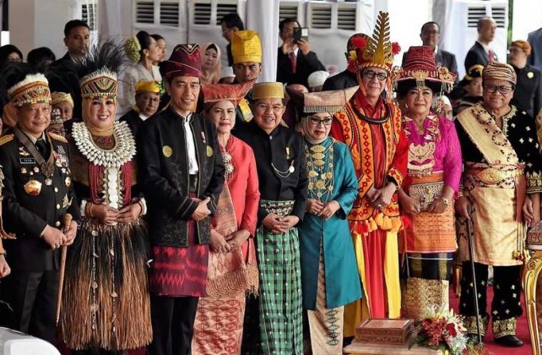 Busana Presiden dan Politik Kebudayaan Kita