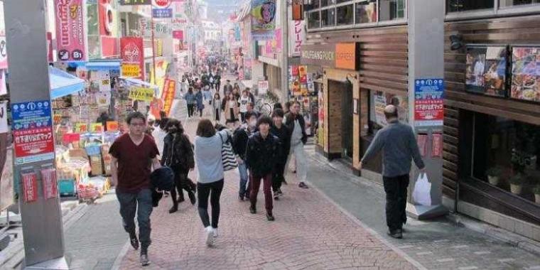 Orang Jepang Malah Senang Diserbu Orang Cina