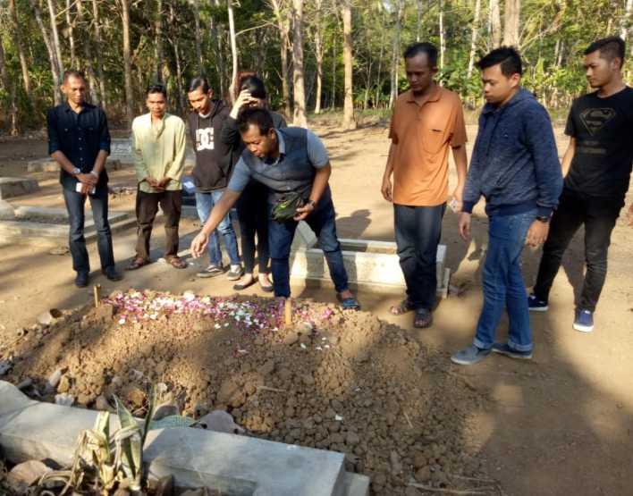 Tempuh Ratusan Kilometer, Pakar SEO dan Inovator Polri Ziarah ke Makam Fathur Kurniawan