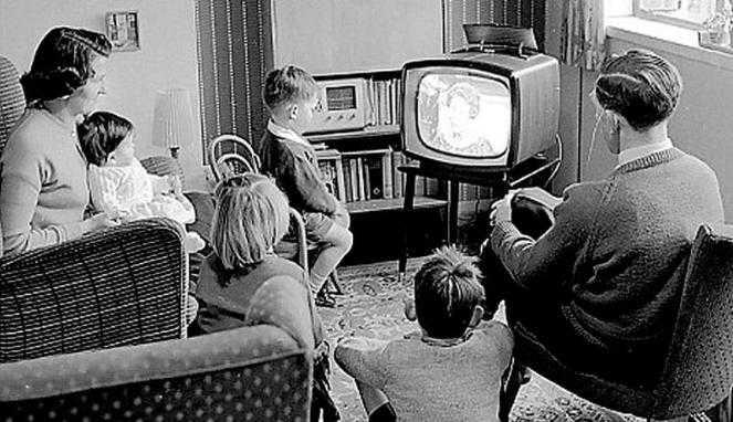 """Melihat """"Program Dewa"""" di Televisi, Siapa Berani Gusur?"""