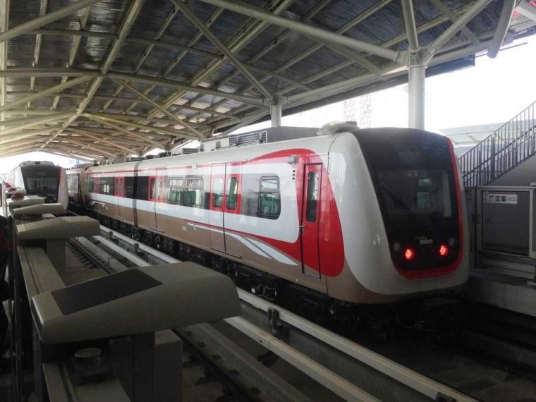Keseruan Menjajal LRT Gratis di Jakarta