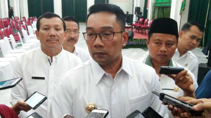 """Ridwan Kamil Suruh Sandiaga """"Ngaca"""" Gara-gara 15 Gubernur Dukung Jokowi"""