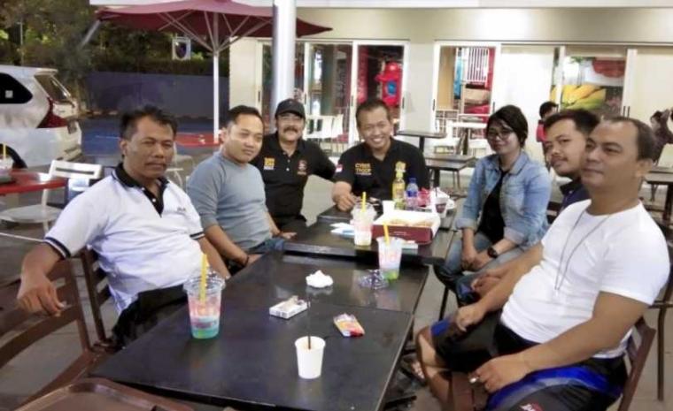 Pencetus Blogger Polri dan SKCK Online Bertemu Tim Satgas Nusantara