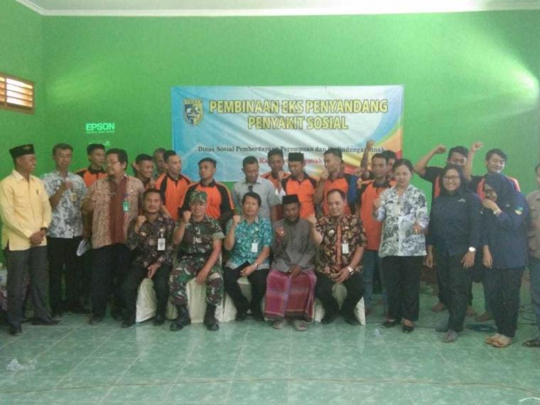 Danramil 0716-11/Sayung bersama Dinsos Berikan Pembinaan kepada Warga Eks Penyandang Penyakit Sosial