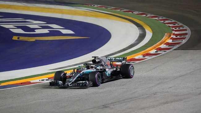 Hamilton Start Terdepan GP Singapura
