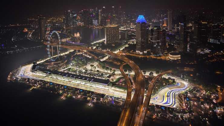 Lewis Hamilton Taklukkan Sirkuit Marina Bay Singapura