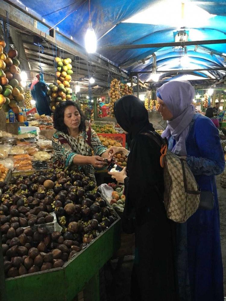 Perbedaan Antara Turis Belanda, Malaysia dan Indonesia dalam Membelanjakan Uangnya di Danau Toba