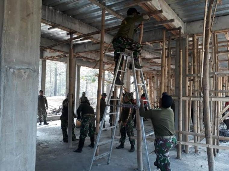 HUT TNI Ke-73 Kodim 0815 Gelar Karya Bakti di Masjid Villa Durian Do'a Yatim Sejahtera
