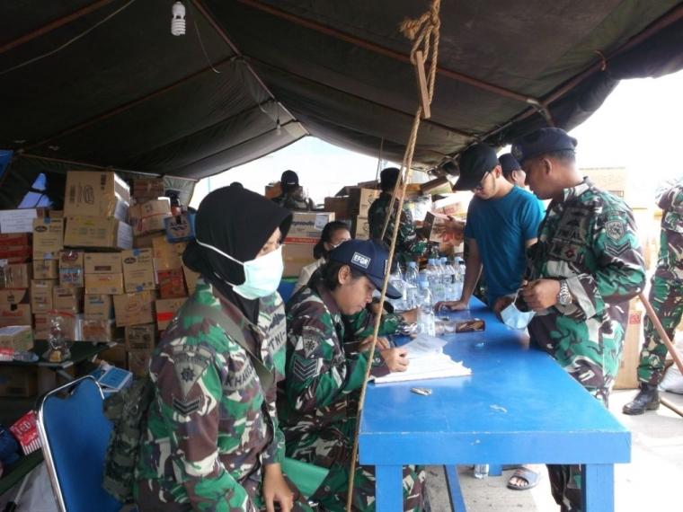 Tepat 24 Jam, Posko Peduli Bencana Alam Palu dan Donggala Lanal Banjarmasin Dibanjiri Bantuan