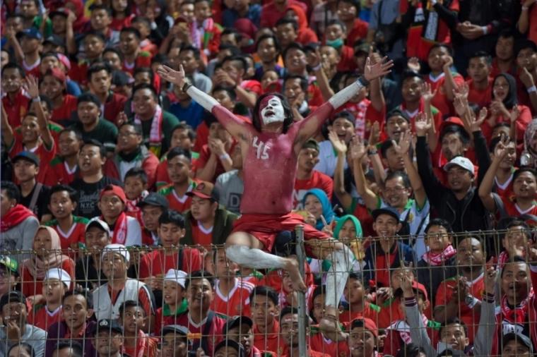 Tanpa Penonton dan Denda Bukanlah Cara Mendidik Suporter Sepak Bola yang Benar