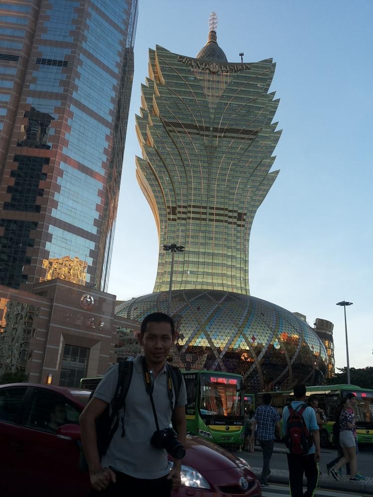 Mbolang ke Macau, Bus Gratis, dan Kasino