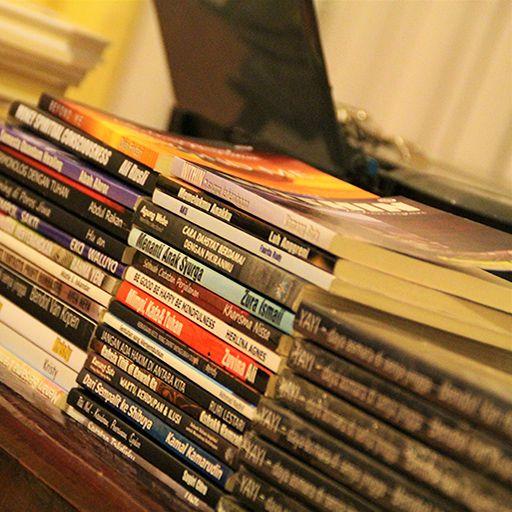 Bergesernya Industri Buku dan Penulis Buku