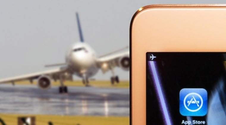 Handphone Sebabkan Kebakaran di Dalam Pesawat