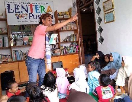 "TBM Lentera Pustaka Menapak ""Jalan Terjal"" Tradisi Baca Anak"