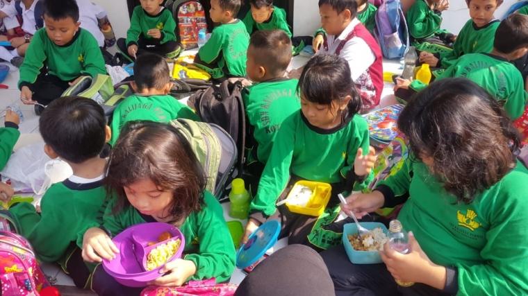 """""""Outdoor Classroom Day"""", Menuju Terwujudnya Sekolah yang Ramah Anak"""